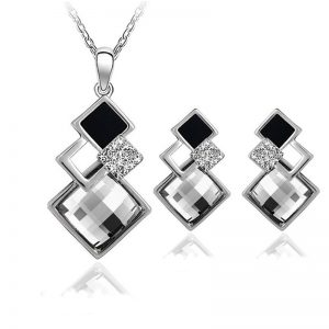 Necklace with pair of earrings - Silver